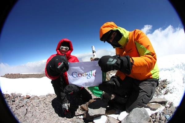 Street View, Google emite imágenes desde la montaña más alta del mundo