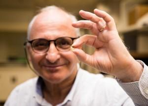 professor-rachid-yazami-his-smart-chip