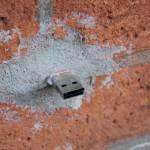 ¿Por qué hay USB escondidos por todo el mundo?