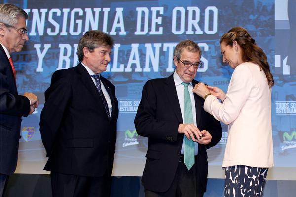 César Alierta, premiado por su apoyo al deporte
