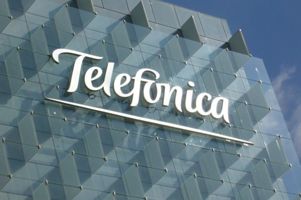 Telefónica-refuerza-su-posición-con-financiación-a-largo-plazo