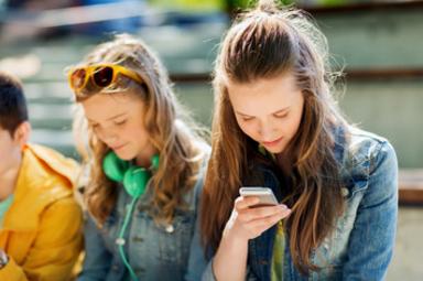 fundacion-telefonica-redes-sociales-jovenes