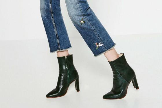 a492309aea84a La nueva colección de zapatos de Zara para este otoño invierno 2016 ya está  aquí. La firma del grupo Inditex nos sorprende con botas militares