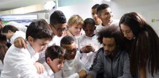 Microsoft-promueve-la-informática-entre-los-niños-en-la-Hora-del-Código