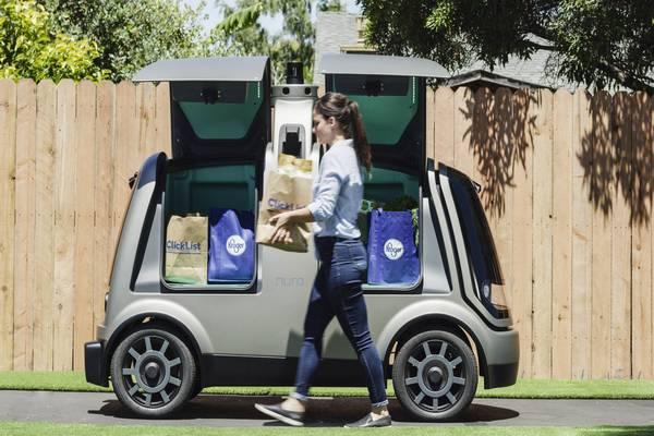 Cadena de supermercados usa coches autónomos para entregar pedidos