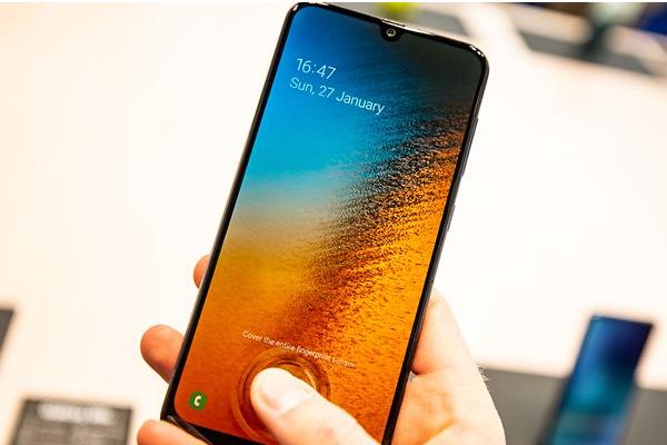 ¿Cómo funciona el lector de huellas del Samsung Galaxy A50?